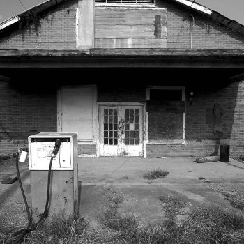 B&W abandoned gas station, Mississippi