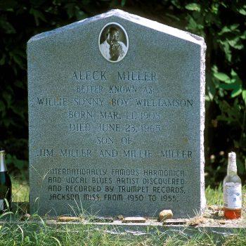 Aleck Miller's (HoneyBoy) grave, Mississippi